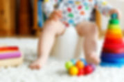 Bebê brincando e aprendendo