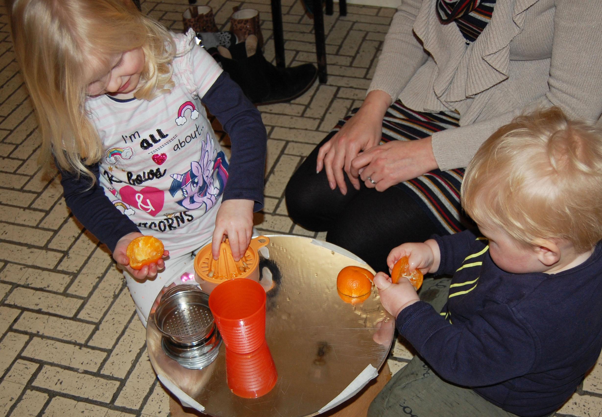 orange squeezing