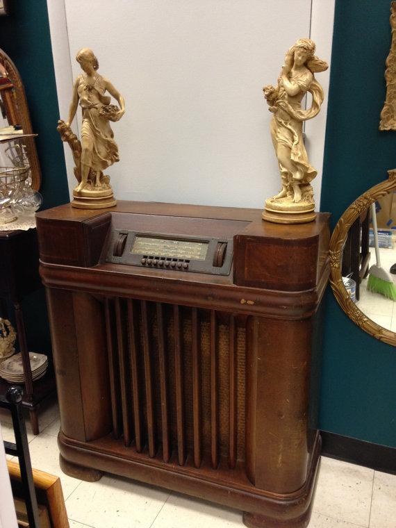 Antique Philco AM Tube Radio