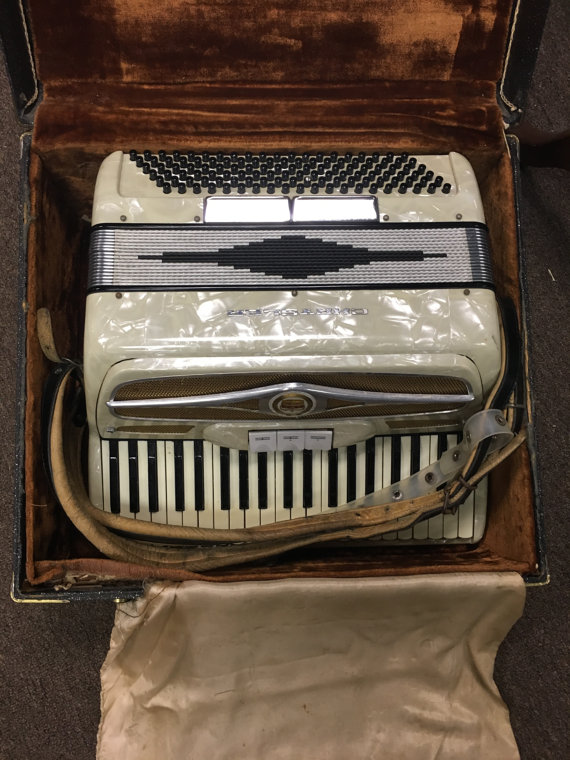 Chrystler White Accordion