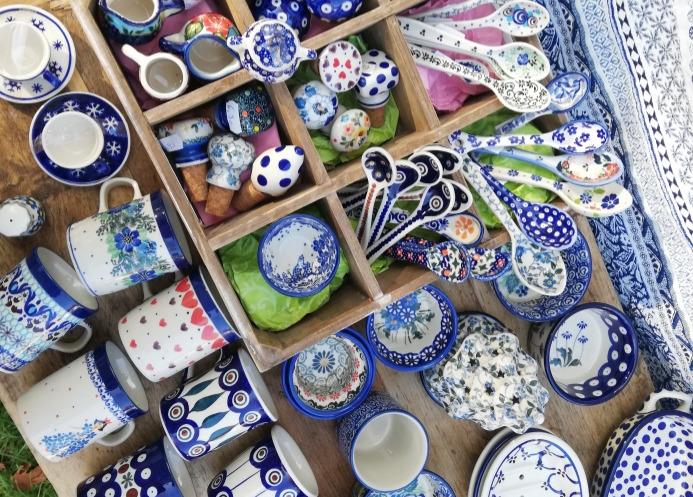 Bunzlauer Keramik in traditionellen und modernen Mustern