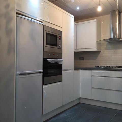 White Handleless Gloss Kitchen - Blackburn