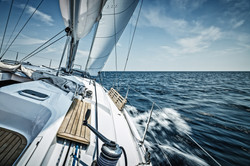 Segeltoern bei voller Fahrt