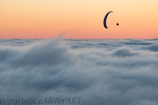 Paraglide over the Mist