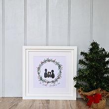 Wreath-Family-White-Frame-Lifestyle-600-