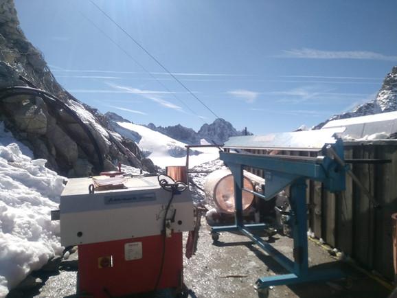 lavorazione in quota - rifugio Lobbie 3000 mt