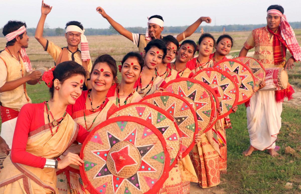 12-04-16 Jorhat- Bihu dance (1)_0
