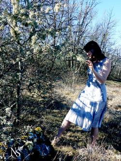 White witch among the lichens ❉ Dame blanche parmi les lichens