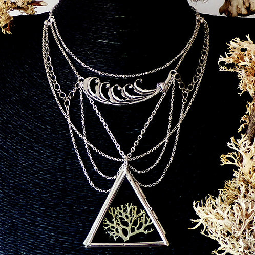 Collier multi-rangs argent pour amoureuse de la nature avec médaillon en verre contenant un morceau de lichen