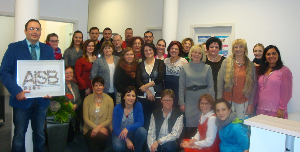 AISB, Gruppenfoto von Mitarbeitern
