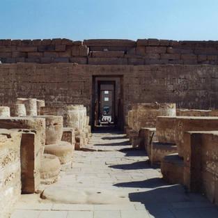 Medinet Habussa oli kasarmit, temppeli,