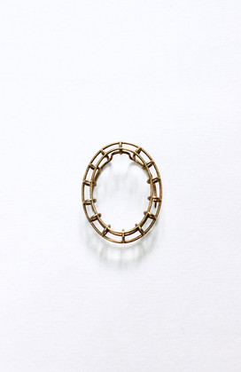 Fragmented chain brooch (5)