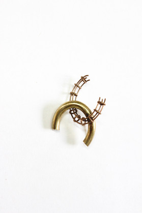 Fragmented chain brooch (7)