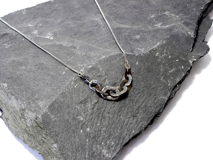 Hammered Stainless Steel Graduated Flat Chain Necklace