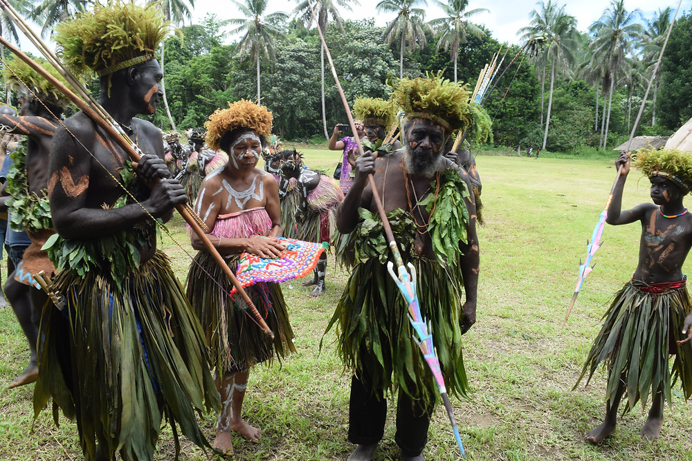 Wisai Chief John Masiu leading his community for signing of the MOU with The Kainake Project