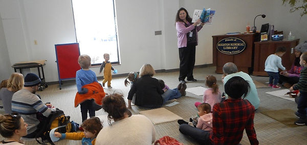 Ms. Elissa reading a story to preschoolers in the Friends' Learning Center.