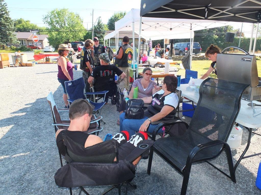 Vente de garage 2015 – Midge & Norm