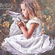 Eiffel-Bleu-Main.jpg