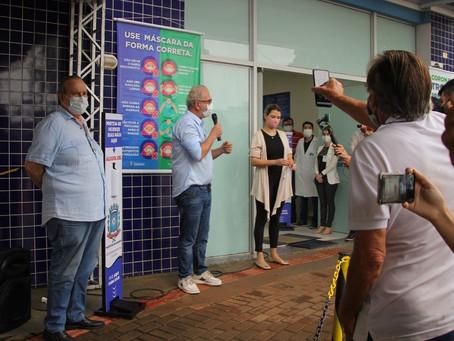 Jonas Guimarães simples figurante no lançamento da vacinação em Cianorte