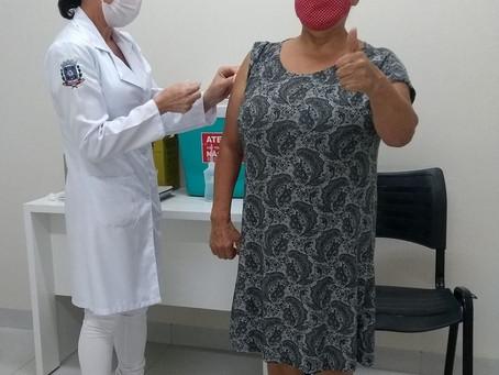 Profissional da saúde de Cianorte relata não ter tido qualquer reação ao tomar vacina