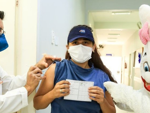 Prefeitura de Maringá é notificada por vacinar jovem de 17 anos