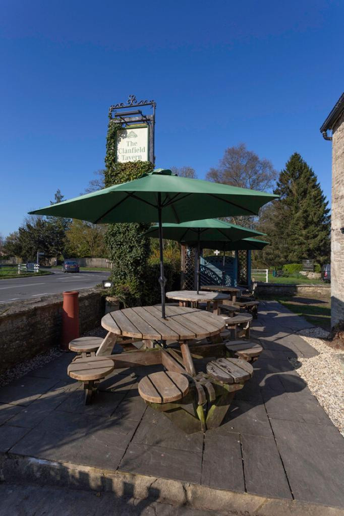 The Clanfield Tavern patio