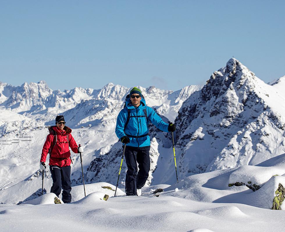 MATT-Winter-Leki-Skitouring-Couple4.jpg