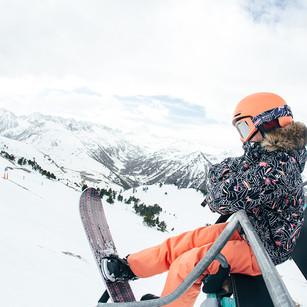 MATT-Winter-Roxy-Girl-Snowboard-Skilift.