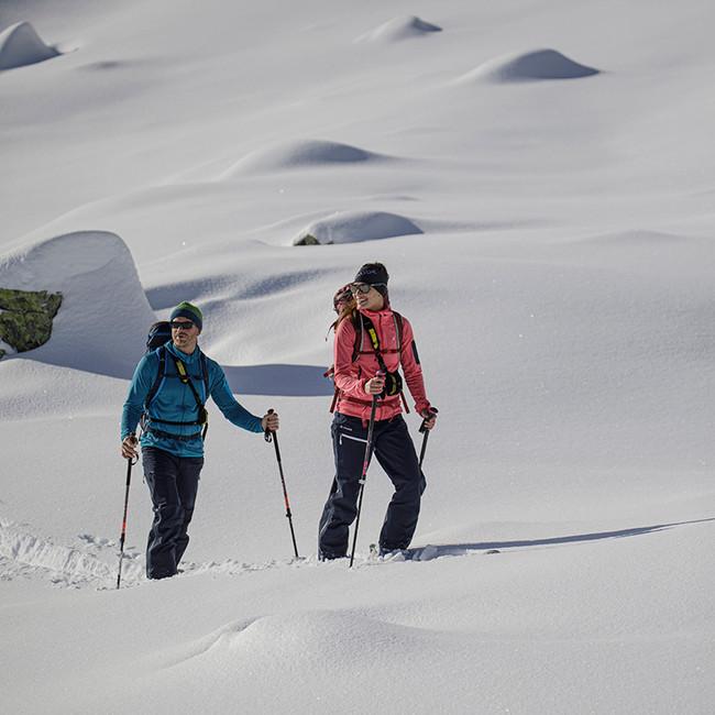 MATT-Winter-Leki-Skitouring-Couple7.jpg