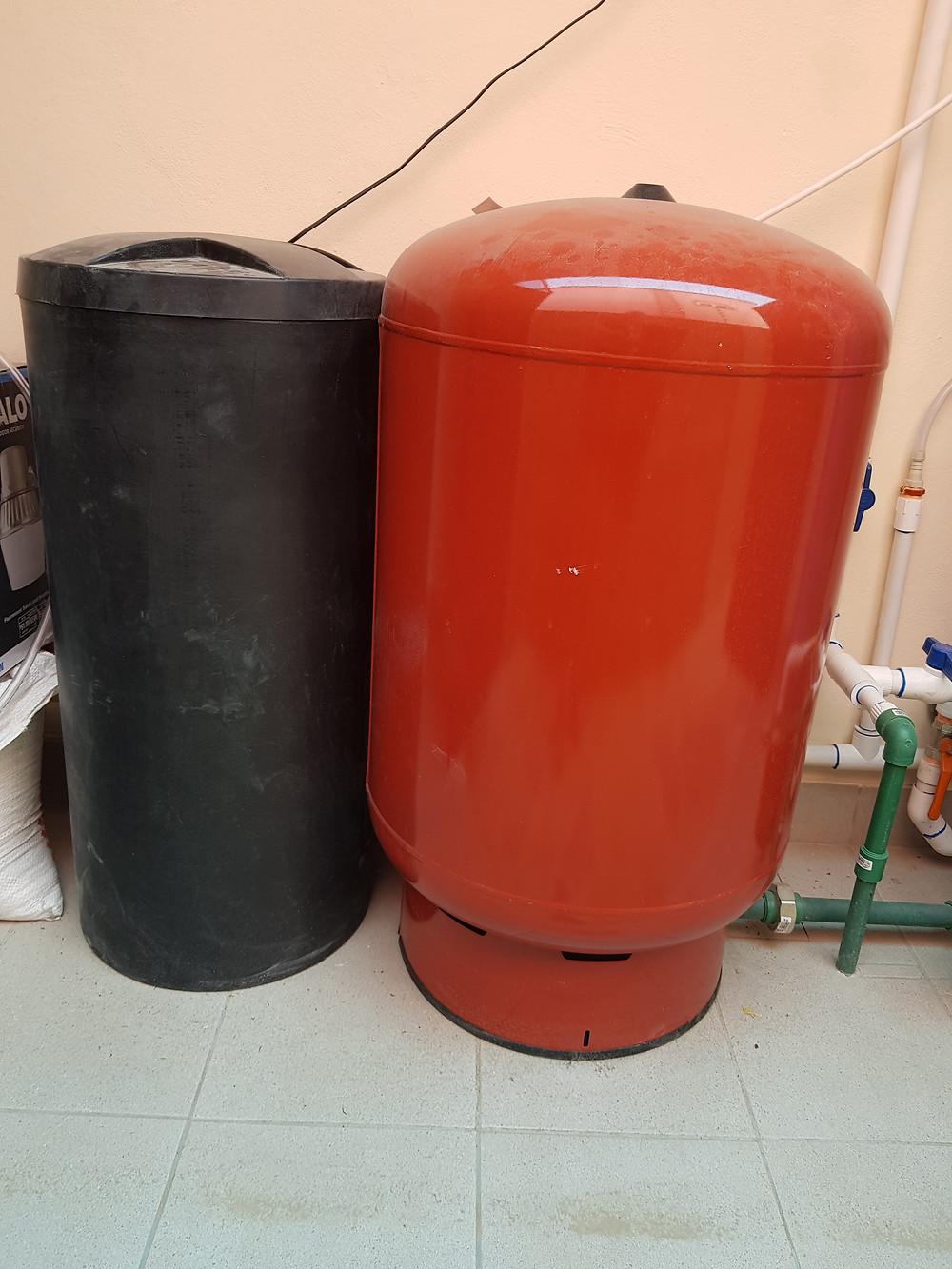 Salt tank and 'Hidroneumatico'