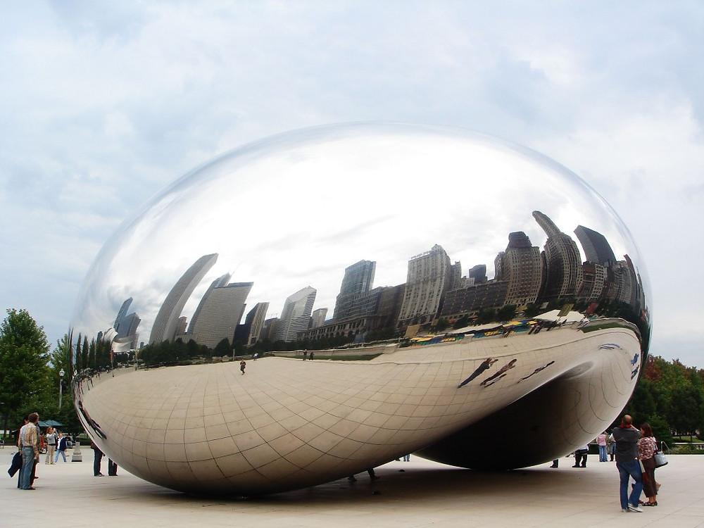 """Anish Kapoor's """"Cloud Gate"""" in Chicago's Millenium Park"""