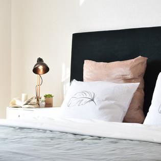 Musterhaus Bett.jpg