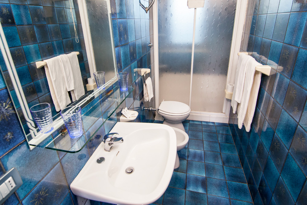 bagno stanza hotel sole di puglia