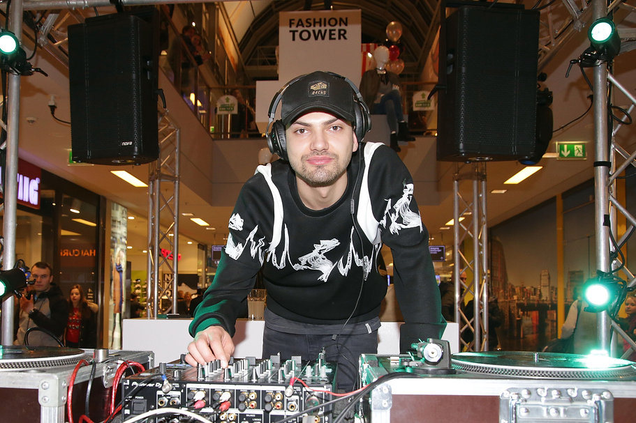 Jimi Blue Ochsenknecht aka DJ Brando leg