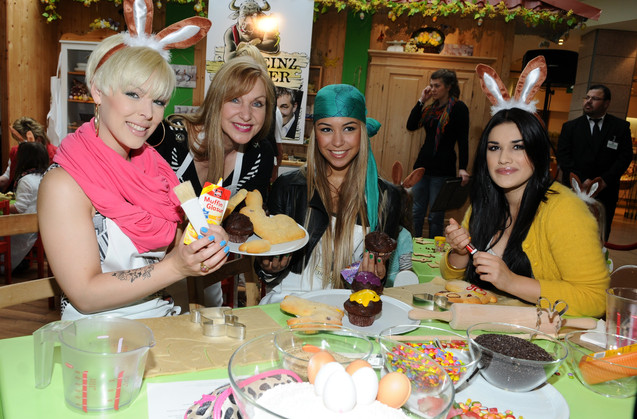 Queensberry Girls mit Sabine Kaack.JPG