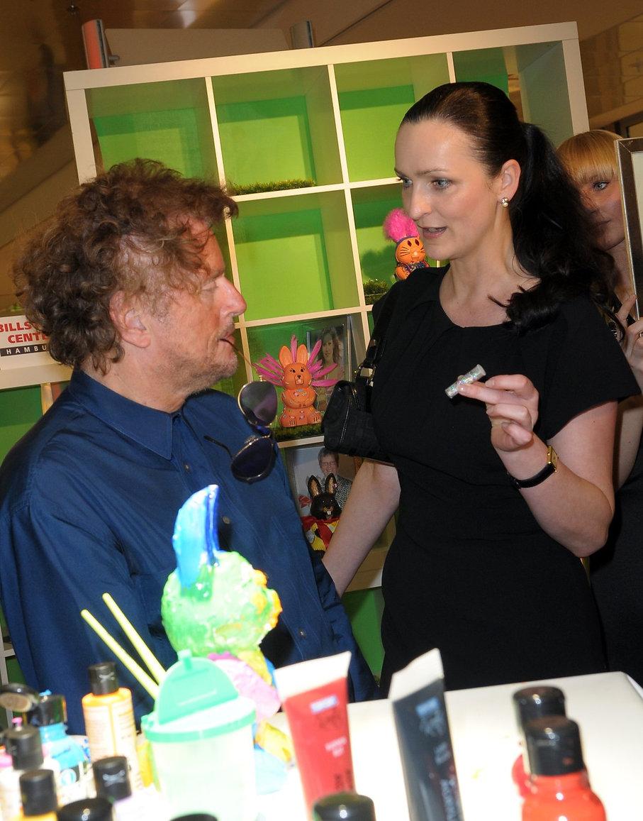 Dieter Wedel mit PR-Chefin Brita Segger.