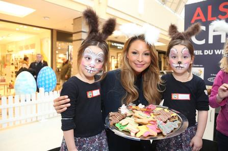Jana Julie Kilka mit geschminkten Kindern