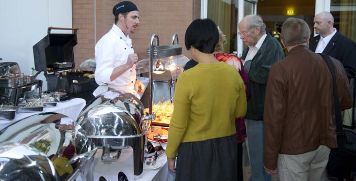 Gäste am Outdoor Grill.jpg