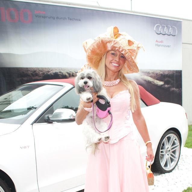 Carola Rau mit Hund Daisy.jpg