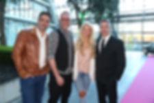 v.l.n.r.: Moderator Carsten Spengemann, Schauspieler Nik Breidenbach, Sängerin Aneta Sablik, Schauspieler Manou Lubowski