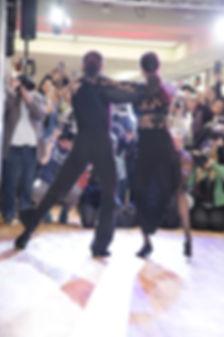 Rebecca Mir und Massimo Sinato tanzten .