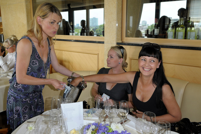 Tombola mit Andrea Lüdke mit Ladys beim