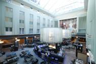 Lifestyle-Restaurant im 15 Meter hohen gläsernen Atrium.jpg