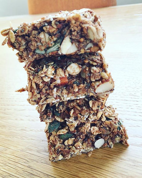 ✨Almond butter and cacao granola bars ✨t