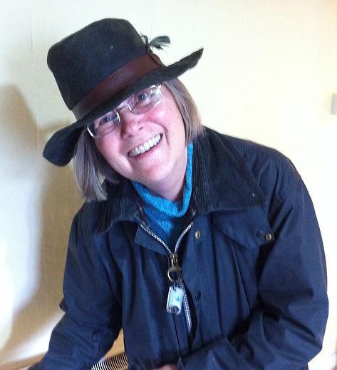 Linda photo - hat1.jpg