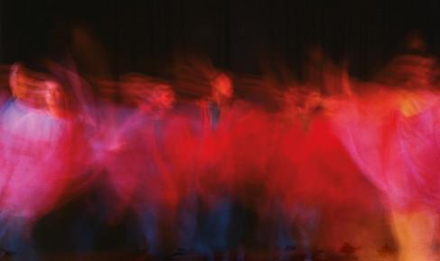 Dans i rødt
