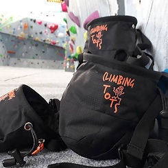 Check out these sweeeeet chalk bags!! Cl