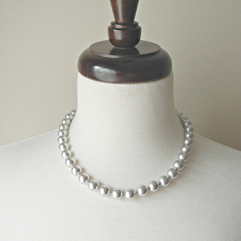 "18"" Classic Knotted, large 10mm pearls"