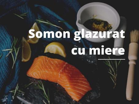 Somon glazurat cu miere și ghimbir