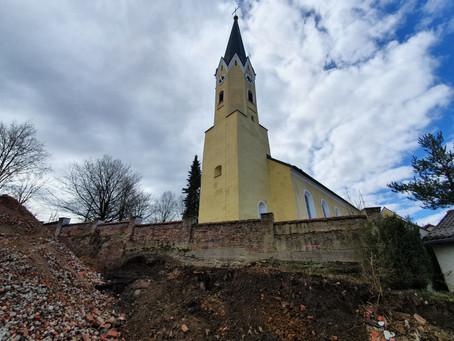 Kirchbergmauer in Train wird erneuert